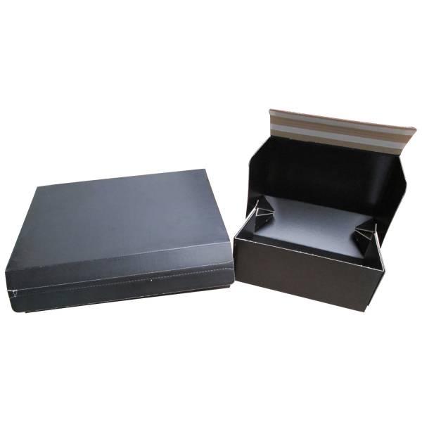 Boîte avec double fermeture adhésive et ouverture facile